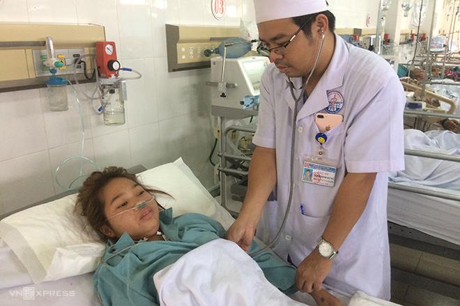 Bác sĩ Trịnh Minh Hưng, người trực tiếp hiến hai đơn vị máu giúp cứu sống bệnh nhân. Ảnh: Hoàng Táo