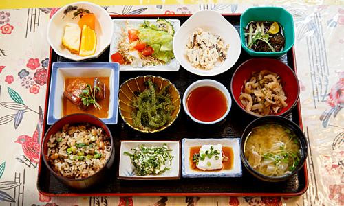 Bữa cơm của người Okinawa. Ảnh: Be. Okinawa.