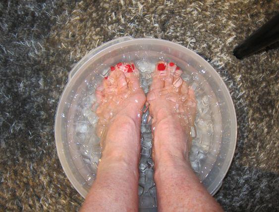 Lợi ích khi ngâm chân vào nước đá lạnh