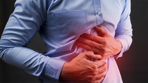 Khi nhiễm trùng HP dẫn đến loét dạ dày, tá tràng, triệu chứng rõ rệt nhất là đau bụng.