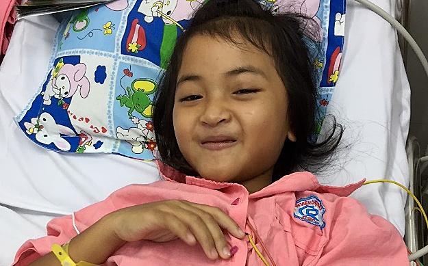 Nụ cười của bé gái sau cắt đốt điện sinh lý thành công. Ảnh bác sĩ cung cấp.