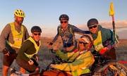 Người đàn ông liệt đi gần 5.000 km truyền cảm hứng sống