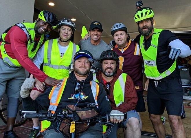Người đàn ông liệt đi gần 5.000 km truyền cảm hứng sống - ảnh 2