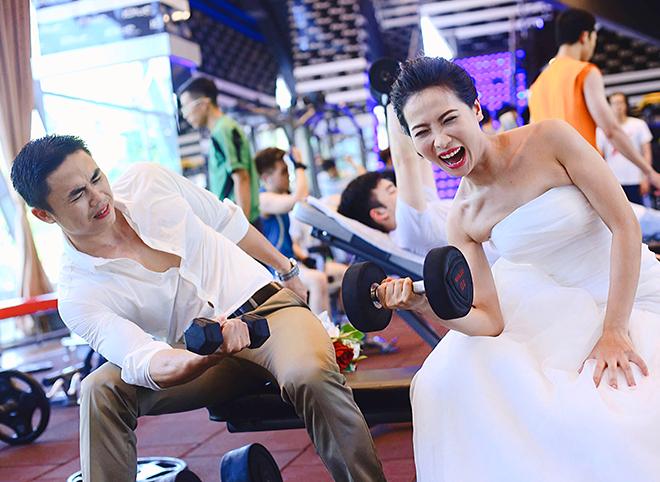 Những bức ảnh cưới tự nhiên, tinh nghịch của đôi vợ chồng tại phòng gym. Ảnh: Đỗ Ngân