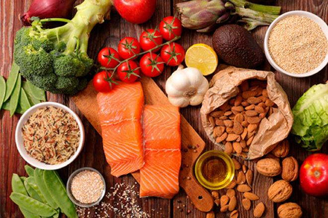 Bổ sung thực phẩm giàu Vitamin A và Omega-3 trong thực đơn hàng ngày.