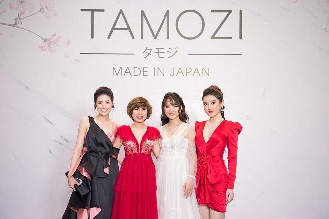 Doanh nhân Trâm Tạ cùng khách mời là Hoa hậu, Á hậu nổi tiếng tại lễ ra mắt TAMOZI DIET