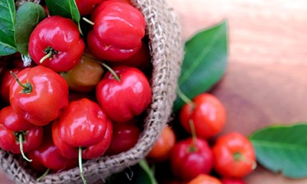 Quả cherry chưa nhiều vitamin C hơn cam. Ảnh: Heathline.