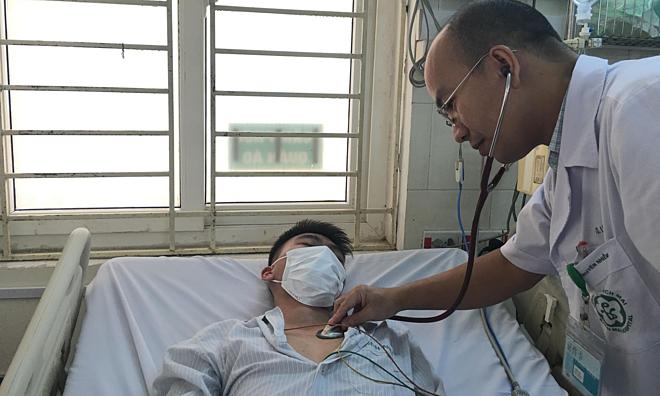 Bệnh nhân sốt xuất huyết được điều trị tại Bệnh viện Bachj Mai, ngày 3/7. Ảnh: Lê Nga.