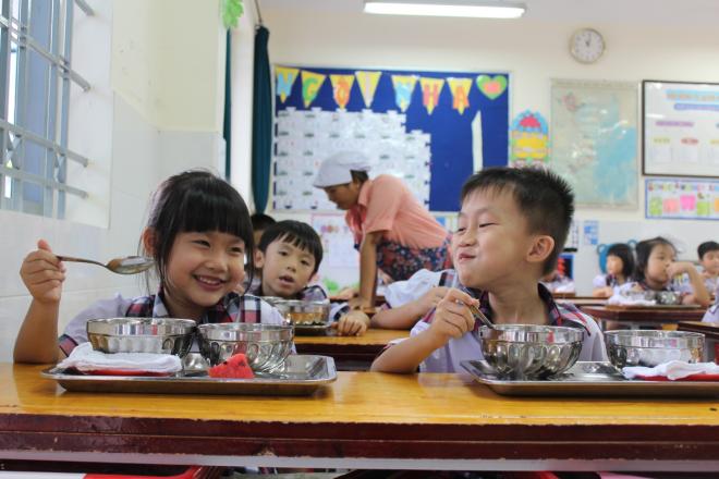 Bữa ăn học đường cần tăng cường rau quả, chất xơ. Ảnh: Hoài Nhơn.