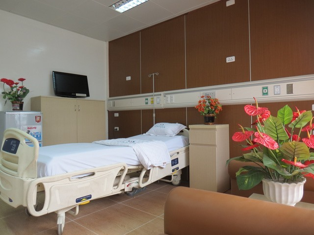 Giá giường dịch vụ bệnh viện sẽ ngang giá phòng khách sạn - ảnh 1