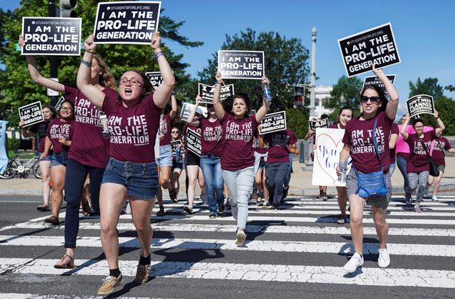 Biểu tình chống phá thai tại Mỹ. Ảnh: Reuters.
