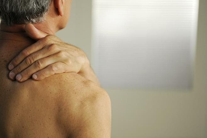 Triệu chứng nổi bật nhất của ung thư xương là đau nhức. Ảnh: Medical News Today
