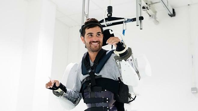 Trang phục robot giúp người bị liệt di chuyển - ảnh 2