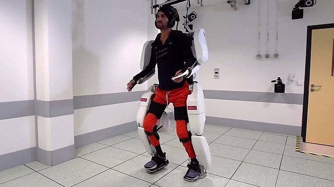 Trang phục robot giúp người bị liệt di chuyển - ảnh 1