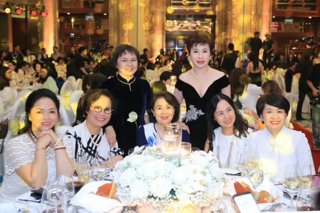 Bí quyết chăm sóc sắc đẹp của sao Việt - ảnh 4