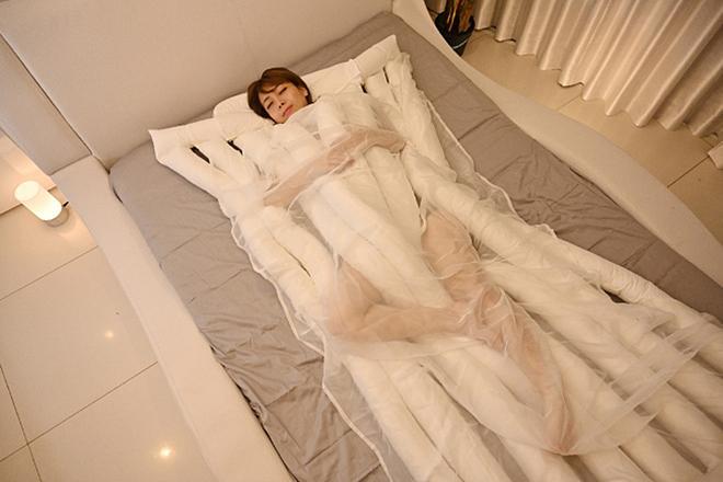 Chiếc chăn hình mì sợi Udon giúp ngủ ngon