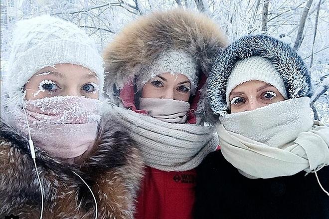 Khi trời lạnh, con người phải mặc ấm đề phòng giảm thân nhiệt nguy hiểm sức khỏe. Ảnh: New York Post.