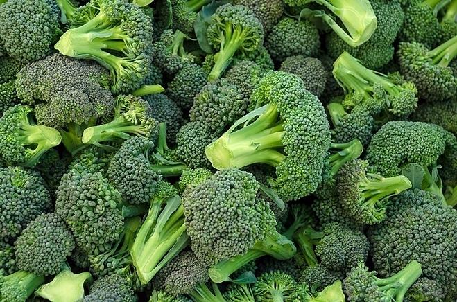 Cơ thể hấp thụ sulforaphane từ bông cải xanh nhanh hơn khi ăn sống. Ảnh: Shutterstock