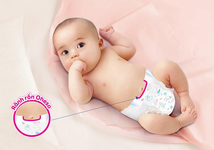 Thiết kế rãnh rốn Oheso chuyên biệt giúp rốn của trẻ sơ sinh hạn chế tiếp xúc với chất tiêu bẩn từ tã.