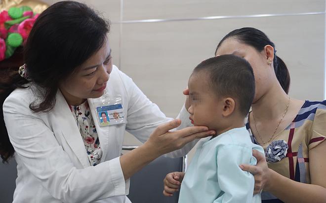 Ngày 4/11 bé trai hồi phục khoẻ mạnh sau mổ và chuẩn bị xuất viện. Ảnh: X.A
