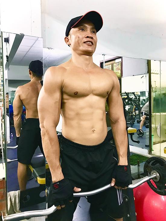 Tập gym với thân tre, lõi chuối - ảnh 1
