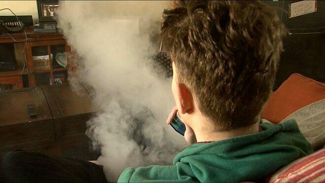 Viêm phổi do hút thuốc lá điện tử chứa cần sa - ảnh 1