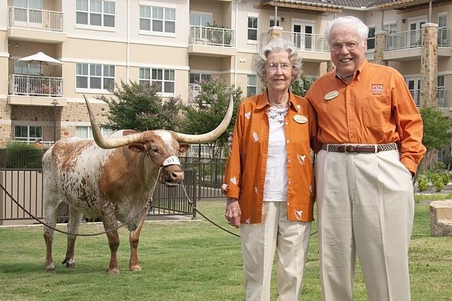 Đến nay, cặp đôi vẫn khỏe mạnh và minh mẫn. Ảnh: Longhorn Village Senior Living