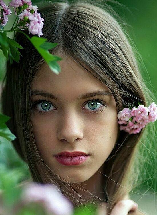 Chỉ 2% dân số thể giới có màu mắt xanh lá tự nhiên. Ảnh: Pinterest