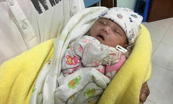 Bác sĩ Việt cứu trái tim em bé Lào - ảnh 1