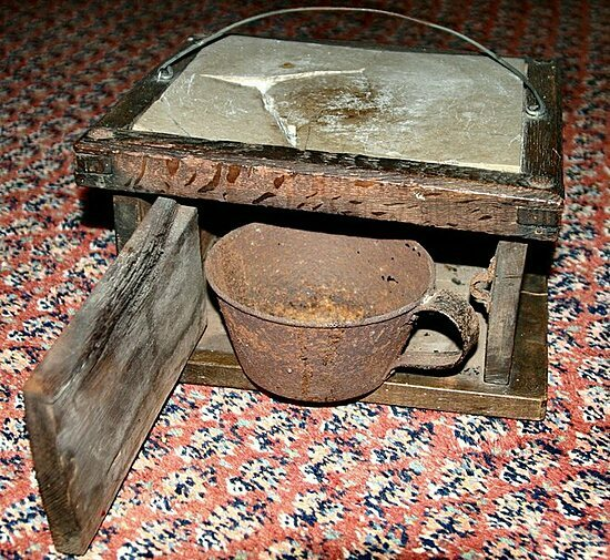 Chiếc lò sưởi chân chống lạnh đầu thế kỷ 17 - ảnh 1