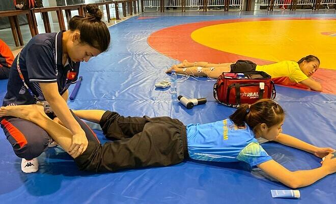 Nữ bác sĩ thể thao Việt trẻ nhất SEA games - ảnh 2