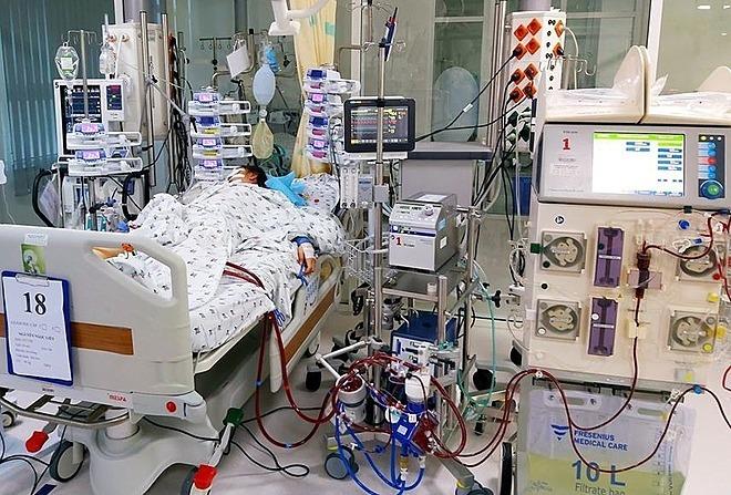 Bé gái được cứu sống nhờ sự hỗ trợ của hệ thống máy ECMO. Ảnh do bệnh viện cung cấp.