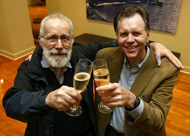 Barry Marshall (bên phải) và Robin Warren. Ảnh: Business Insider