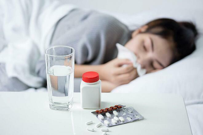 Bệnh nhân mắc cúm cóbiểu hiện sốt, đau đầu, đau cơ, mệt mỏi, sổ mũi, đau họng và ho. Ảnh: Shutterstock