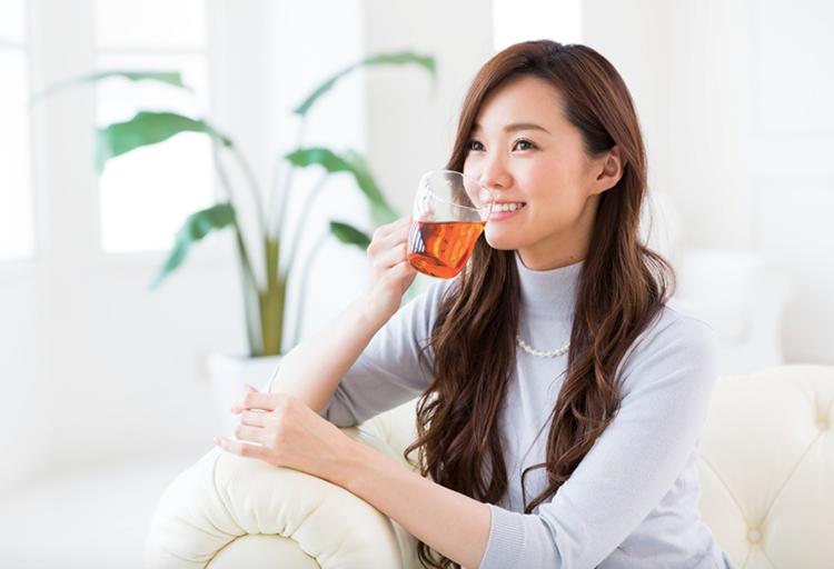 Dùng trà thảo dược mỗi ngày góp phần tăng sức đề kháng và cải thiện cảm cúm.