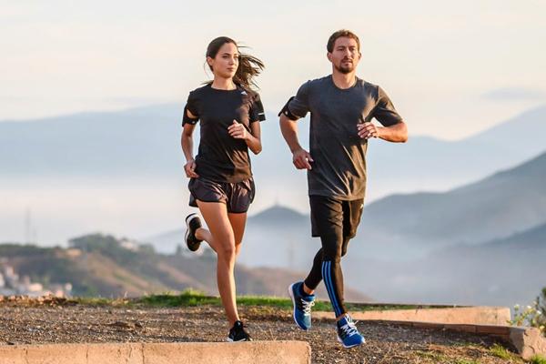 Chạy bộ đúng cách giúp cơ thể tiêu hao năng lượng và giảm cân. Ảnh: Runtastic.