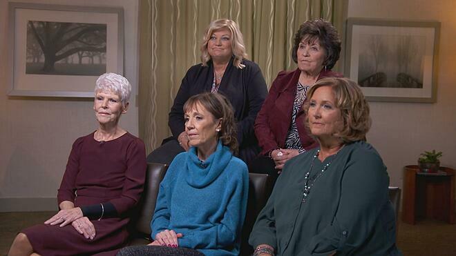 Nhóm 5 cựu giáo viên của Peg Vahldieck. Ảnh: CBS.com