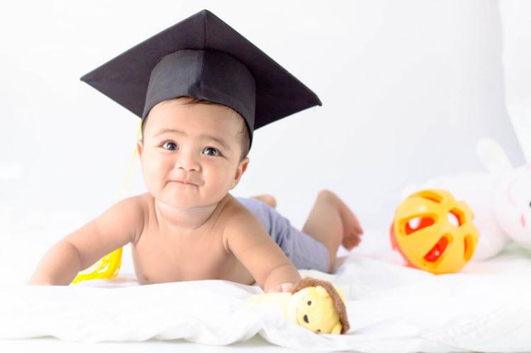 Sự phát triển trí não của trẻ thể hiện ở 2 khía cạnh tư duy và trí tuệ cảm xúc.