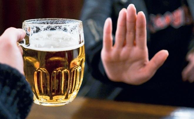 Rượu bia và đồ uống có cồn nói chung ngăn cơ thể đốt cháy chất béo và chứa hàm lượng calo cao. Ảnh: Only My Health