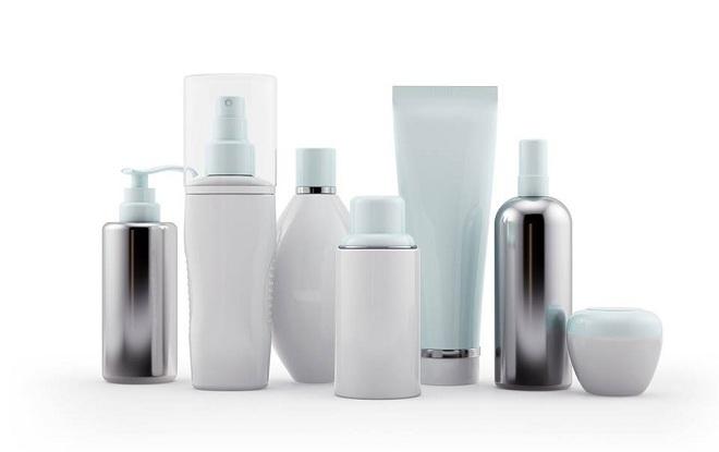 Phthalates có nhiều trong các đồ dùng nhựa hàng ngày và sản phẩm chăm sóc cá nhân. Ảnh: Yahoo Finance