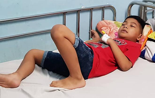 Bệnh nhi ngộ độc được theo dõi tại Bệnh viện Nhi đồng 1 sáng 13/1. Ảnh: Lê Phương.