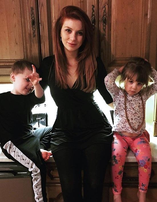 Maxine và hai con. Ảnh: Caters News Agency