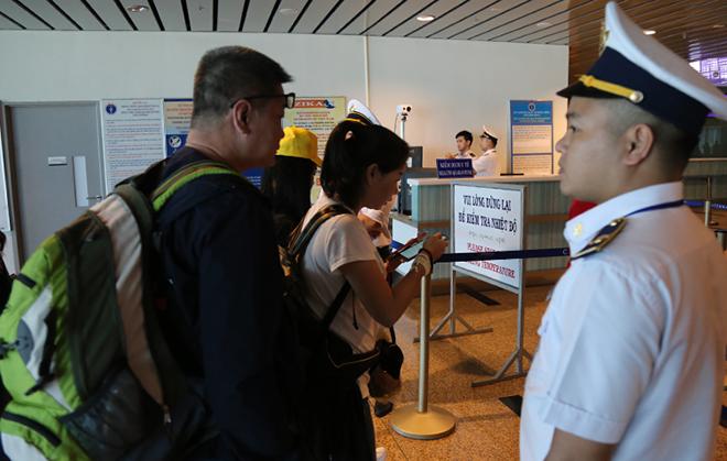Hai du khách Trung Quốc bị sốt siêu vi - ảnh 1