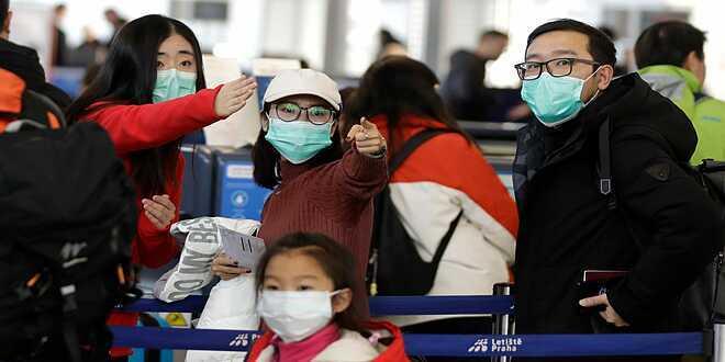 Cáchly người nghi ngờ nhiễm bệnh, đeokhẩu trang và rửa tay để giảm số lượng lây nhiễm. Ảnh: USA Today