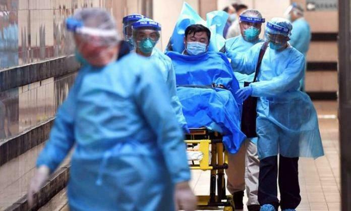Một bệnh nhân viêm phổi cấp đang được điều trị tại Trung Quốc. Ảnh: Reuters.