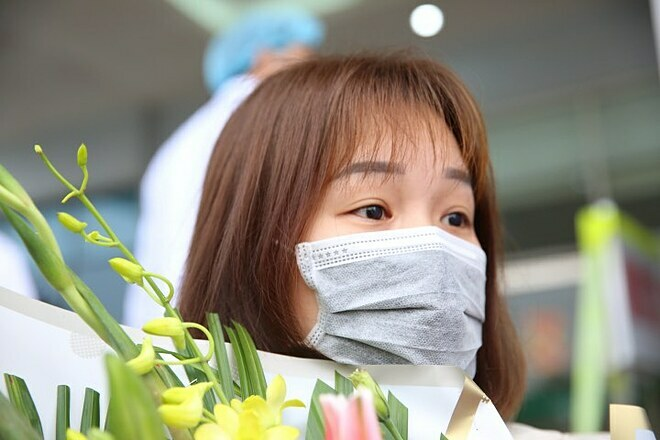 Bệnh nhân 29 tuổi ra viện. Ảnh: Giang Huy.
