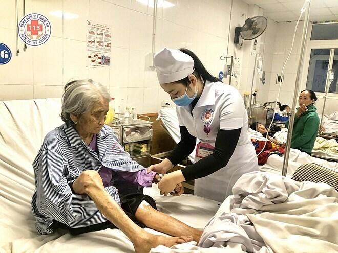 Phẫu thuật xương đùi cho cụ bà 101 tuổi - ảnh 1