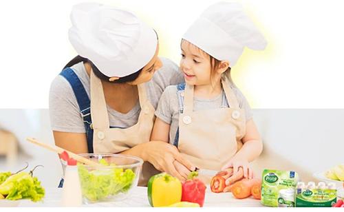 Ăn uống đủ chất giúp gia đình có nhiều vitamin và kháng chất, tăng lợi khuẩn.