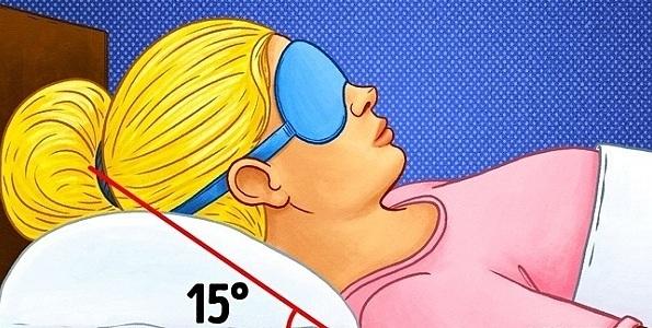Nâng cao đầu khi ngủ giúp giảm tiết dịch nhầy vào cổ họng. Ảnh: BrightSide