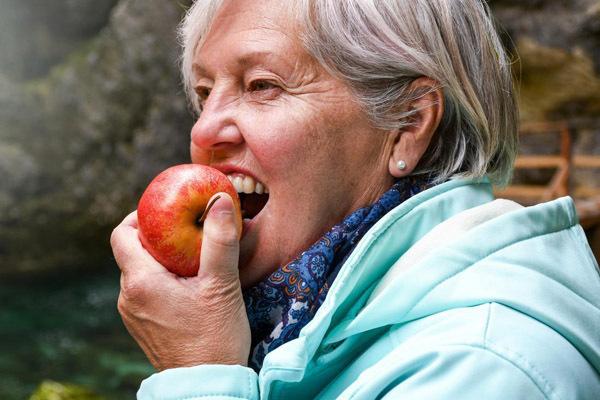 Táo chứa polyphenol - các hợp chất từ thực vật có thể ngăn ngừa viêm, bệnh tim mạch...